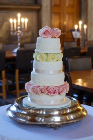 An Elegant Wedding Cake for the Painted Hall